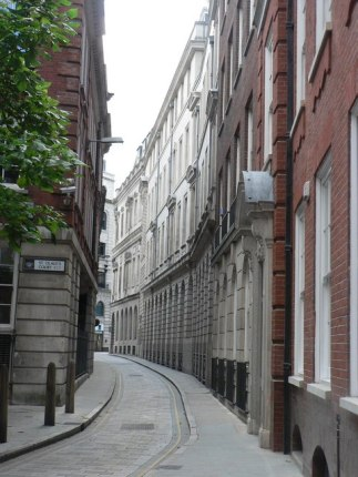 Chris Downer. City of London, Ironmonger Lane. CC BY-SA 2.0